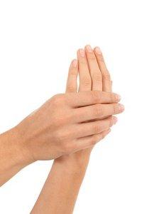 Händereiben für optimalen Hörtest