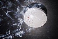 <p>Rauchmelder retten Leben - F&uuml;r Schwerh&ouml;rige gibt es Erstattung von den Krankenkassen</p>